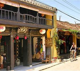 Hoi An old shop and bike